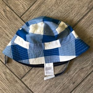 BabyGAP reversible bucket hat